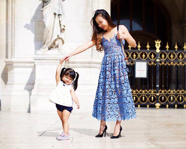 Bé mới 2,5 tuổi đã biết tự dọn đồ chơi, mẹ Việt ở Mỹ bật mí tuyệt chiêu cực độc để rèn con - Ảnh 1.