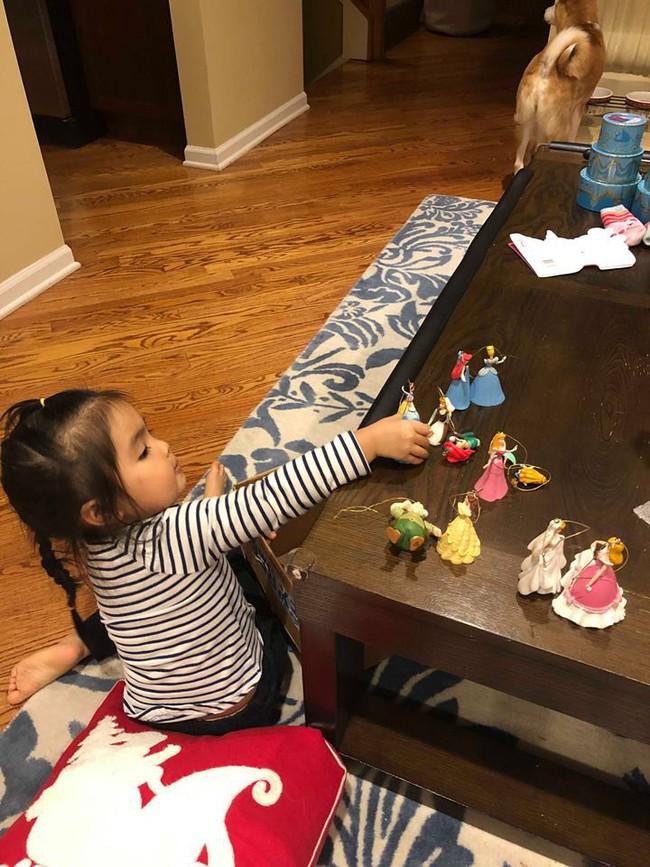 Bé mới 2,5 tuổi đã biết tự dọn đồ chơi, mẹ Việt ở Mỹ bật mí tuyệt chiêu cực độc để rèn con - Ảnh 5.