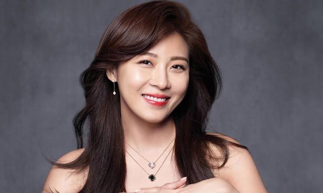 Dàn mỹ nhân sắc nước hương trời U40, U50 nhưng vẫn chọn cô đơn lẻ bóng của showbiz Hàn - Ảnh 10.