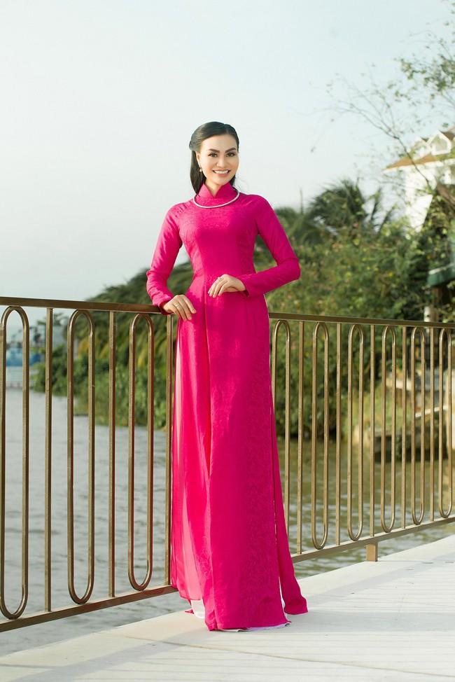 """""""Nữ hoàng áo dài""""TrầnHuyềnNhungđẹp xuất sắc trong một sáng tạo của NTK Nguyễn Tuấn - Ảnh 2."""