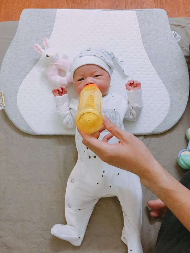 Mẹ Hà Nội 8 lần thông tắc sữa trong tháng đầu sau sinh và câu chuyện gian nan tìm dòng sữa mẹ cho con  - Ảnh 8.