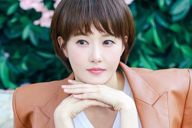 Dàn mỹ nhân sắc nước hương trời U40, U50 nhưng vẫn chọn cô đơn lẻ bóng của showbiz Hàn - Ảnh 6.
