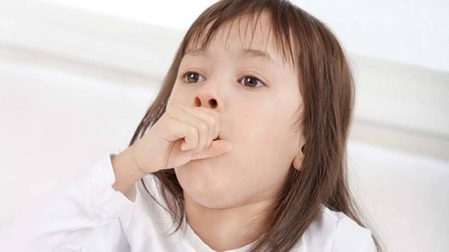 Bài thuốc chữa ho phổ biến quen thuộc này của trẻ nhỏ nếu dùng không đúng cách càng khiến cơn ho thêm dai dẳng - Ảnh 1.