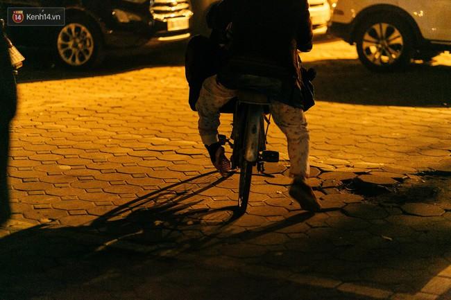 Phận người vô gia cư trên đường phố Hà Nội những ngày rét mướt: Chúng tôi cũng có một cái Tết như bao người khác - Ảnh 10.