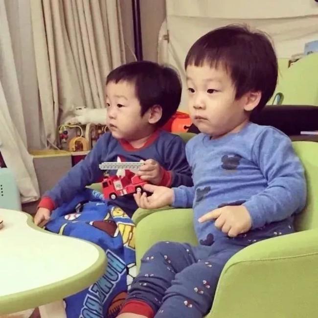 Trẻ con xem TV tưởng không hại nhưng hại không tưởng, đặc biệt với những đứa bé trong độ tuổi này - Ảnh 3.
