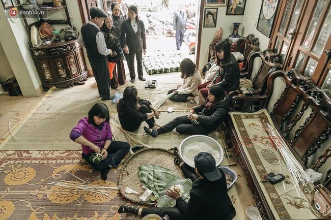 Phận người vô gia cư trên đường phố Hà Nội những ngày rét mướt: Chúng tôi cũng có một cái Tết như bao người khác - Ảnh 4.