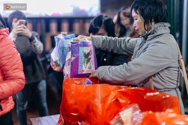 Phận người vô gia cư trên đường phố Hà Nội những ngày rét mướt: Chúng tôi cũng có một cái Tết như bao người khác - Ảnh 6.