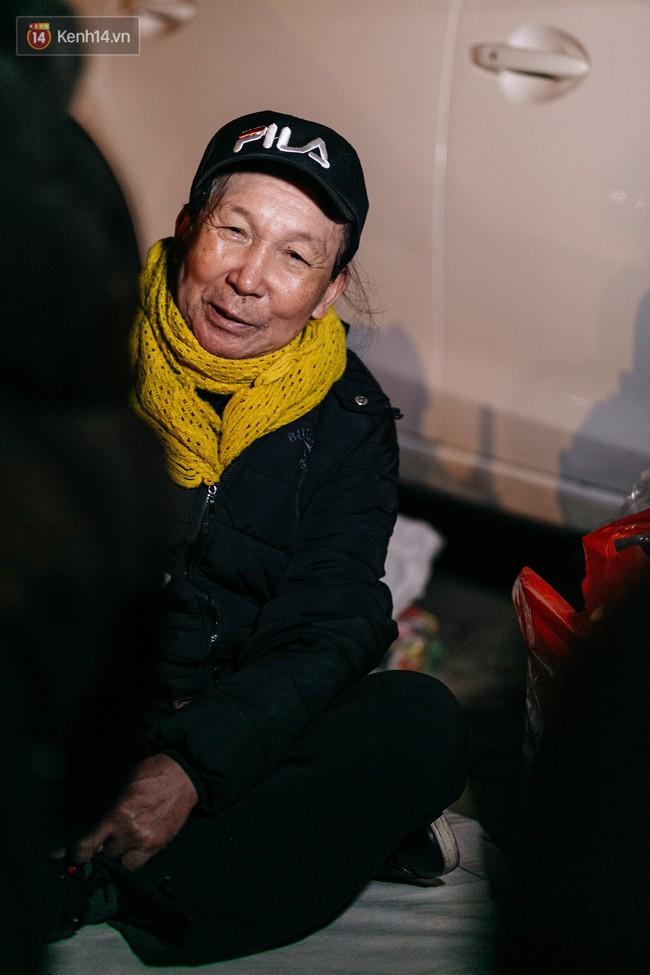 Phận người vô gia cư trên đường phố Hà Nội những ngày rét mướt: Chúng tôi cũng có một cái Tết như bao người khác - Ảnh 8.