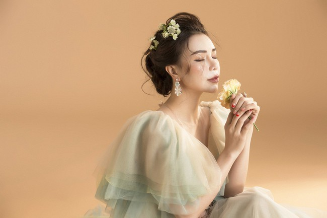 Trà Ngọc Hằng hóa nàng công chúa xuân kiều diễm, quyết trở lại ca hát sau khi sinh con  - Ảnh 5.