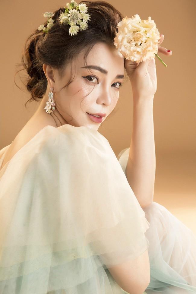 Trà Ngọc Hằng hóa nàng công chúa xuân kiều diễm, quyết trở lại ca hát sau khi sinh con  - Ảnh 7.