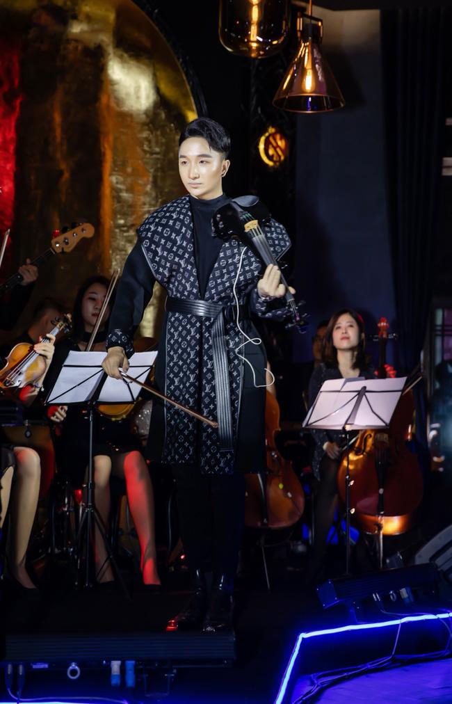 Hồ Ngọc Hà - Kim Lý tay trong tay, tình tứ đến mừng đàn em Hoàng Rob  - Ảnh 6.