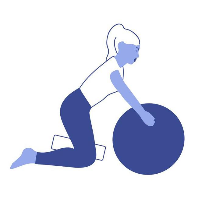 Các bài tập với bóng tăng cường khả năng cân bằng và sức mạnh của cơ thể - Ảnh 4.