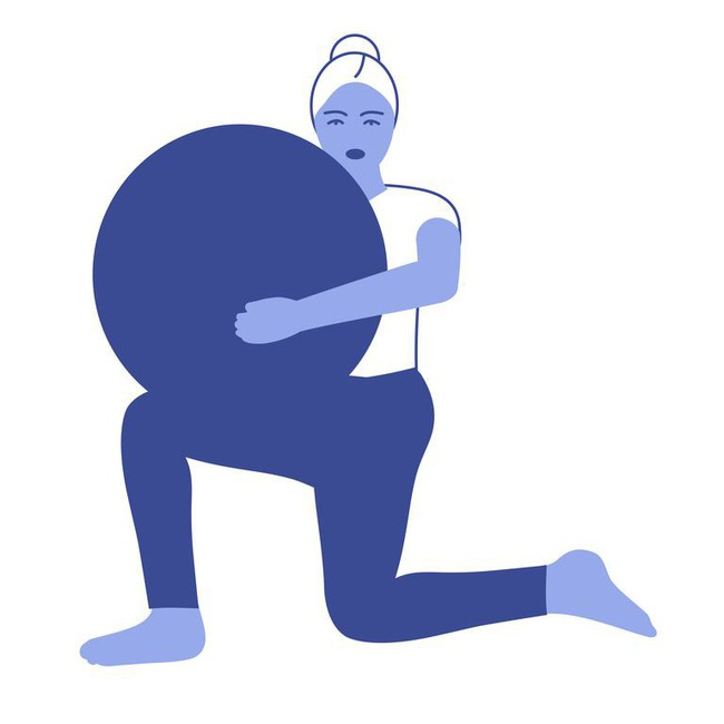 Các bài tập với bóng tăng cường khả năng cân bằng và sức mạnh của cơ thể - Ảnh 8.