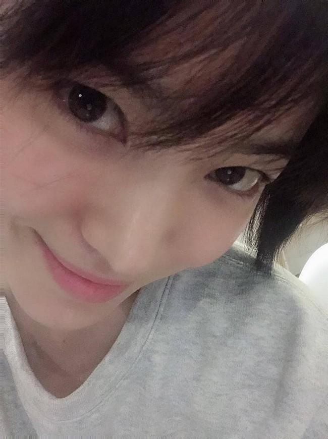 Song Hye Kyo gây choáng với ảnh selfie siêu cân mặt: 38 tuổi mà da bóng mịn không chút nếp nhăn - Ảnh 4.