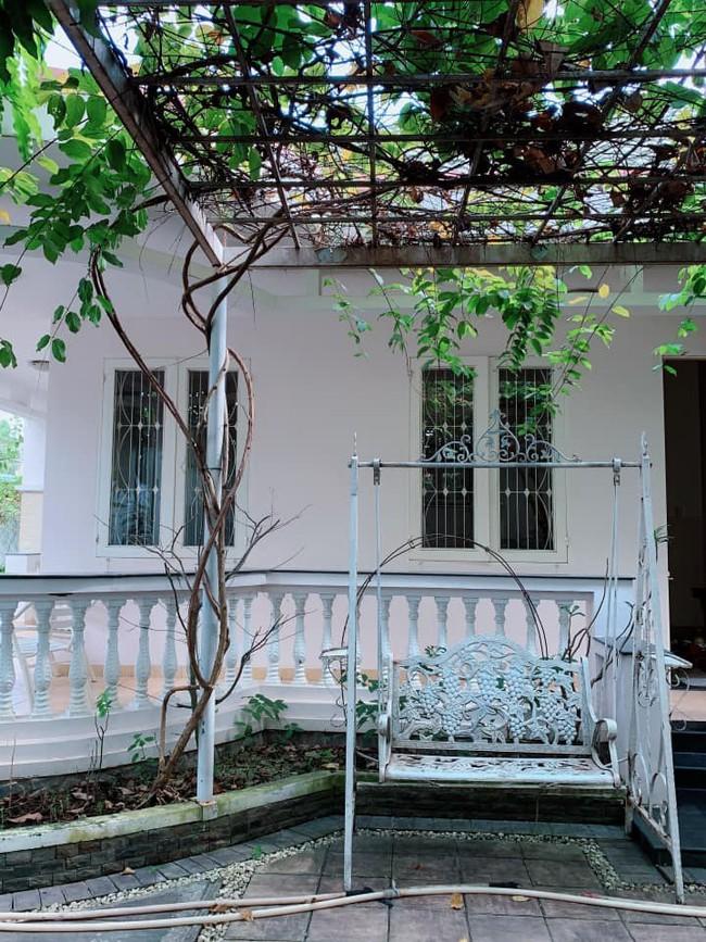 Nhà vườn bình yên và ngập tràn cây ăn quả của diễn viên Việt Trinh ở Bình Dương - Ảnh 1.