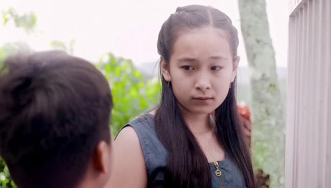 Mối tình đầu của tôi: Chi Pu bất lực nhìn Lan Ngọc khóc lóc vật vã vì lụy tình  - Ảnh 7.