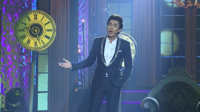 Noo Phước Thịnh đốn tim fan khi diện áo dài hát mừng Xuân mới  - Ảnh 13.