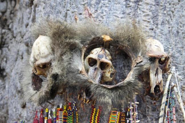 Thi thể không toàn vẹn của 10 đứa trẻ và những nghi lễ rùng rợn mới nghe đã đổ mồ hôi, dựng tóc gáy - Ảnh 1.