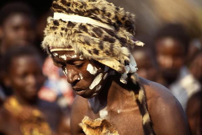 Thi thể không toàn vẹn của 10 đứa trẻ và những nghi lễ rùng rợn mới nghe đã đổ mồ hôi, dựng tóc gáy - Ảnh 2.