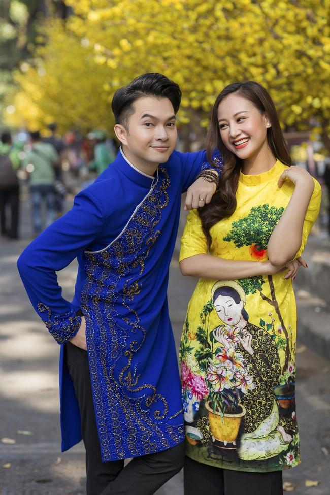 Nam Cường - Hà Thúy Anh diện áo dài đón Tết sớm ở phố ông đồ - Ảnh 7.