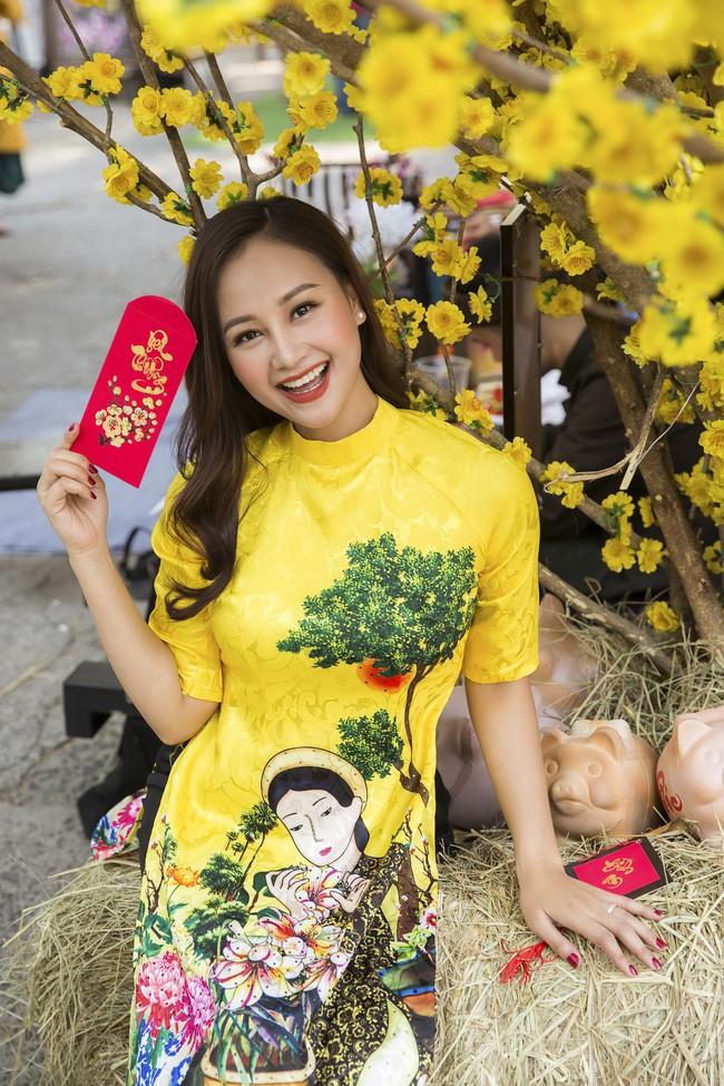 Nam Cường - Hà Thúy Anh diện áo dài đón Tết sớm ở phố ông đồ - Ảnh 8.