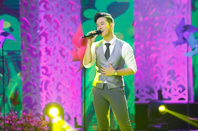 Noo Phước Thịnh đốn tim fan khi diện áo dài hát mừng Xuân mới  - Ảnh 16.