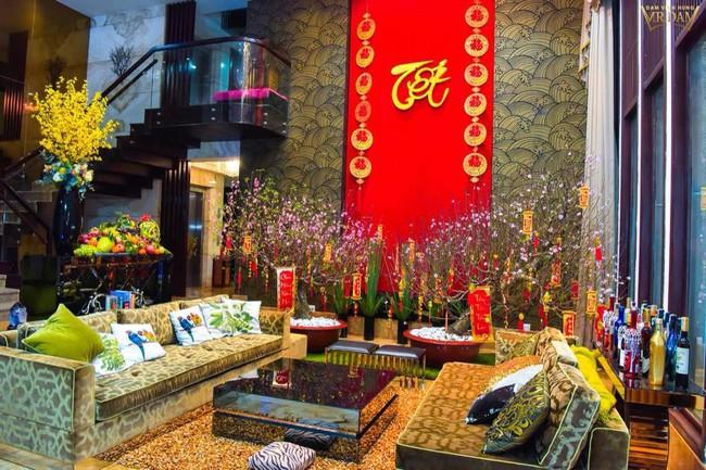 Ngắm những ngôi nhà tiền tỷ của sao Việt lung linh khoe đào quất đón Tết Nguyên Đán - Ảnh 18.