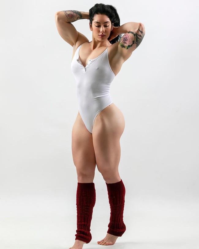 Tiên nữ cử tạ Canada: Từ cô gái gầy gò trở thành biểu tượng thể thao đình đám trên MXH - Ảnh 4.