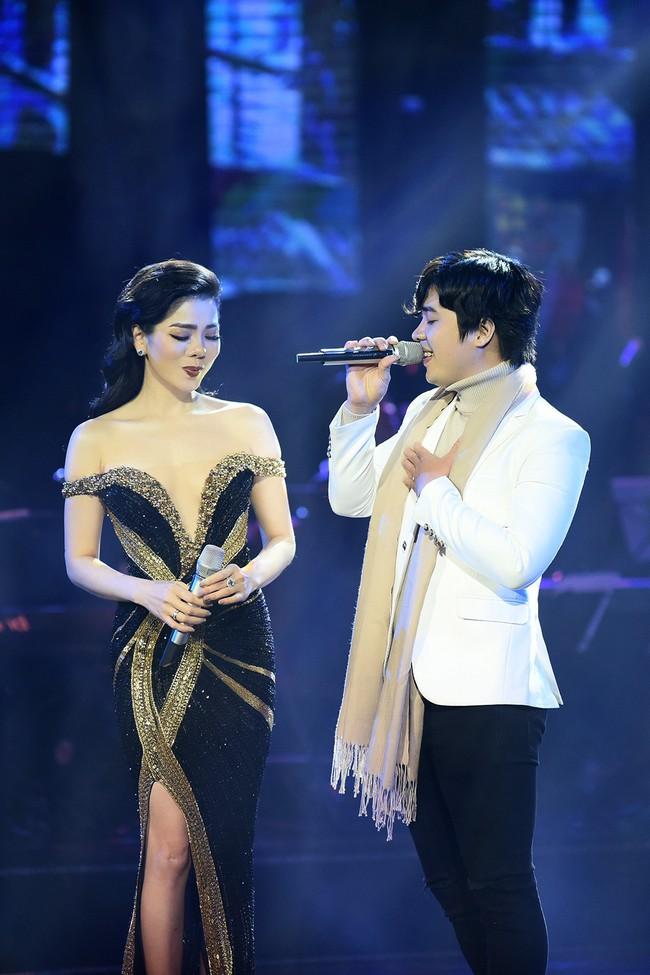 Cô dâu Lệ Quyên e ấp tựa thiếu nữ mới lớn bên Quang Dũng  - Ảnh 5.