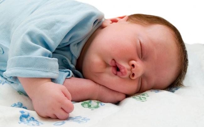 Giấc ngủ ngắn của bé trong ngày là điều cần thiết nhưng các mẹ hãy đặc biệt lưu ý đến 9 điều này - Ảnh 1.