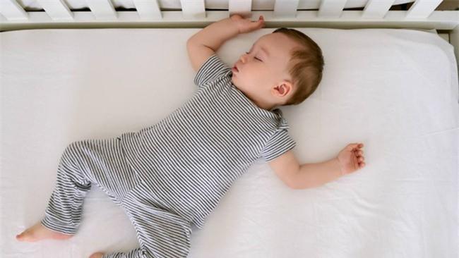 Giấc ngủ ngắn của bé trong ngày là điều cần thiết nhưng các mẹ hãy đặc biệt lưu ý đến 9 điều này - Ảnh 3.