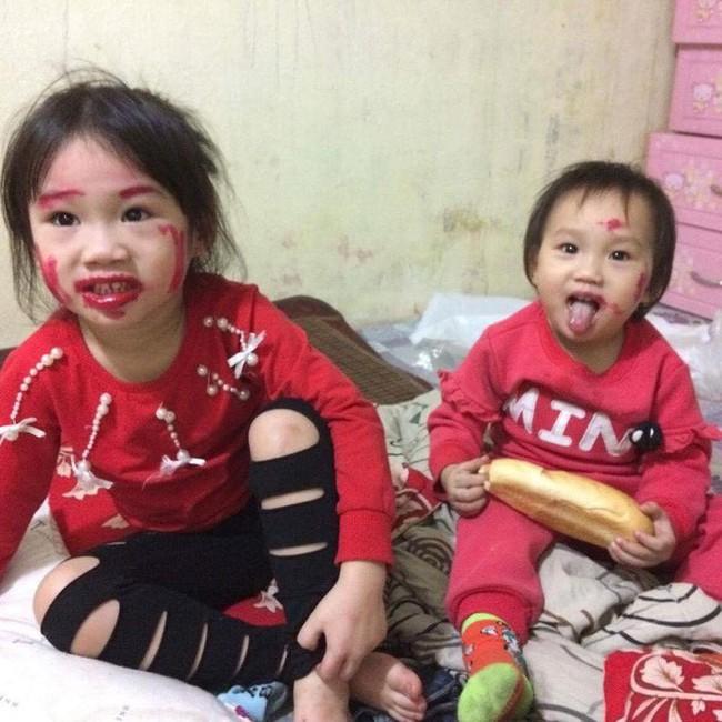Nhờ con gái 2 tuổi rưỡi trông em trai, vừa vào nhà tắm chui ra, mẹ trẻ hốt hoảng vì cảnh tượng không ngờ - Ảnh 11.