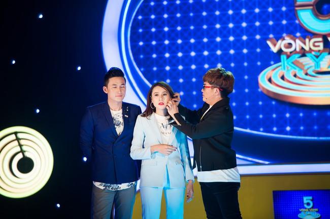 """Hồ Bích Trâm tay nắm chặt tay """"người yêu"""" Hà Trí Quang trên sóng truyền hình - Ảnh 5."""