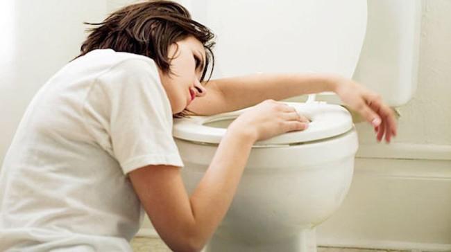 Cô gái người Trung Quốc áp dụng phương pháp giảm cân không lành mạnh khiến cơ thể gặp phải nhiều vấn đề nguy hại - Ảnh 2.