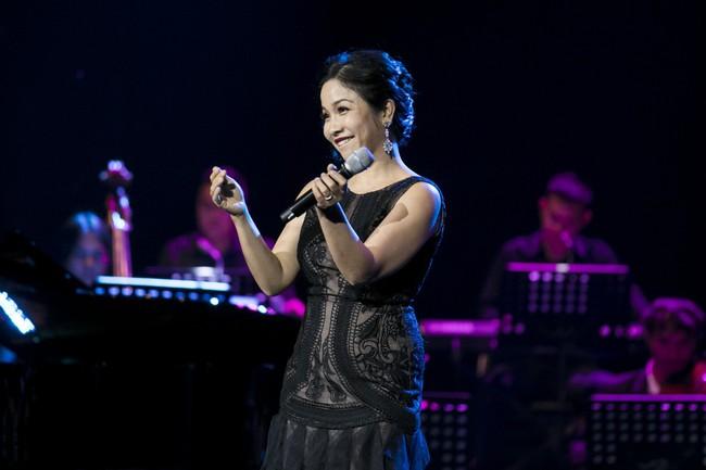 Sau đổ vỡ hôn nhân, Hồng Nhung vẫn đẹp nồng nàn và hát tình ca say đắm thế này - Ảnh 8.