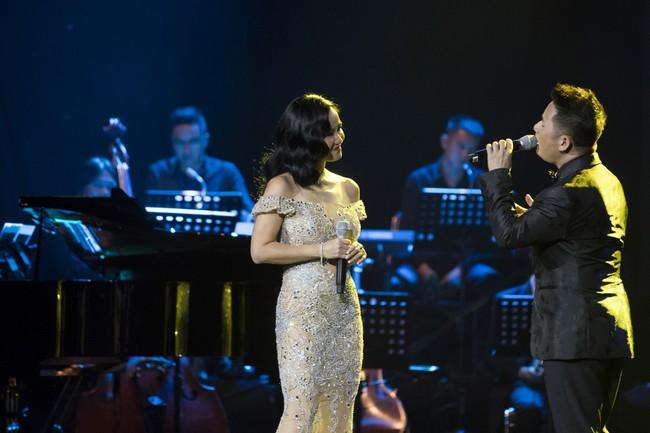 Sau đổ vỡ hôn nhân, Hồng Nhung vẫn đẹp nồng nàn và hát tình ca say đắm thế này - Ảnh 4.