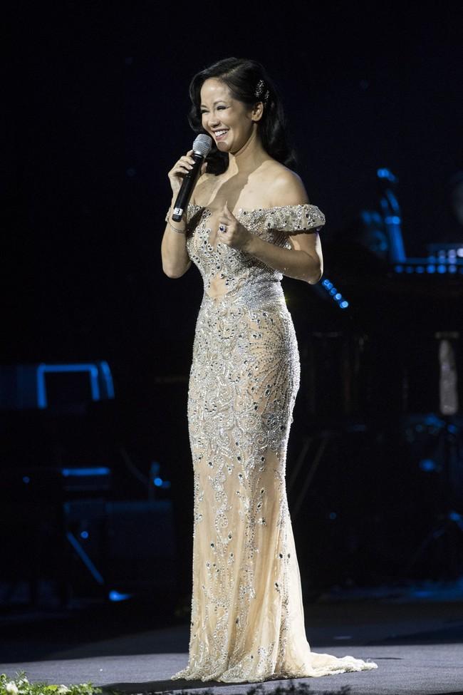 Sau đổ vỡ hôn nhân, Hồng Nhung vẫn đẹp nồng nàn và hát tình ca say đắm thế này - Ảnh 3.