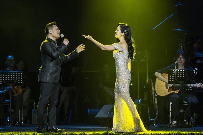 Sau đổ vỡ hôn nhân, Hồng Nhung vẫn đẹp nồng nàn và hát tình ca say đắm thế này - Ảnh 1.