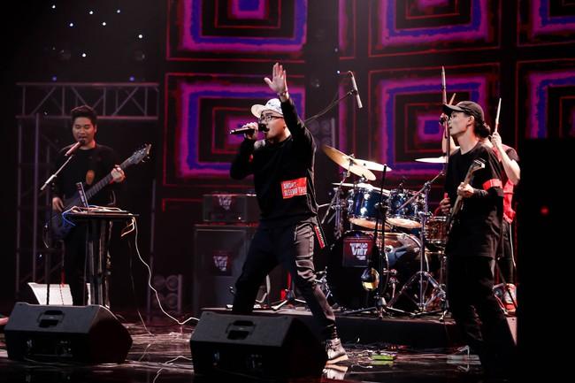 Hết chê Nguyễn Hải Phong nhạt, Phương Uyên lại mỉa mai Mỹ Linh có 1 bài mà hát hoài - Ảnh 3.