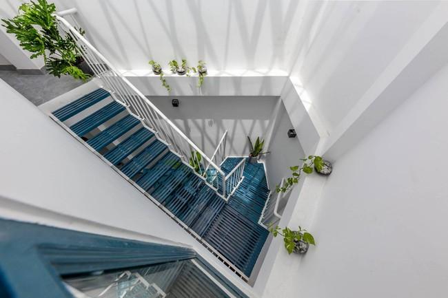 Ngôi nhà Việt đẹp thuyết phục dù xây trên mảnh đất với vô số khuyết điểm  - Ảnh 11.