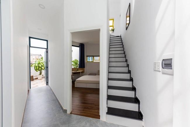 Ngôi nhà Việt đẹp thuyết phục dù xây trên mảnh đất với vô số khuyết điểm  - Ảnh 7.