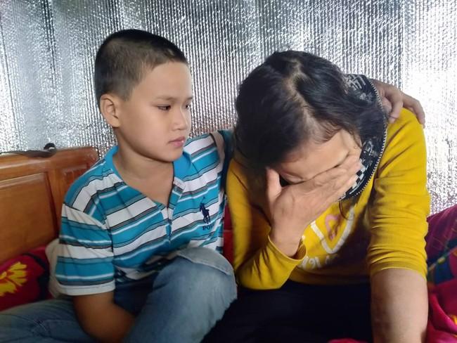 Xúc động bé trai 9 tuổi quỳ gối cầu xin cộng đồng giúp đỡ người mẹ bị suy thận giai đoạn cuối không tiền chữa trị - Ảnh 5.