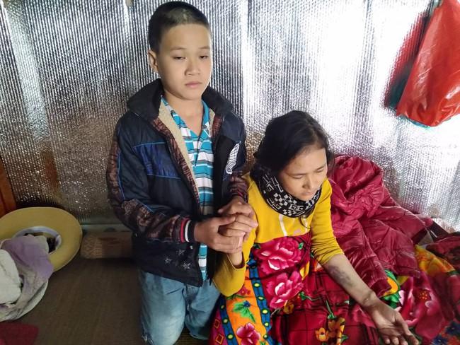 Xúc động bé trai 9 tuổi quỳ gối cầu xin cộng đồng giúp đỡ người mẹ bị suy thận giai đoạn cuối không tiền chữa trị - Ảnh 9.