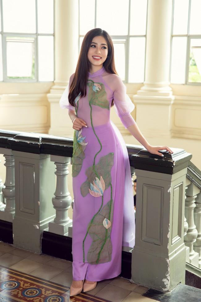Hoa hậu Tiểu Vy, Á hậu Phương Nga, Thúy An khoe nhan sắc rực rỡ trong tà áo dài Tết - Ảnh 12.