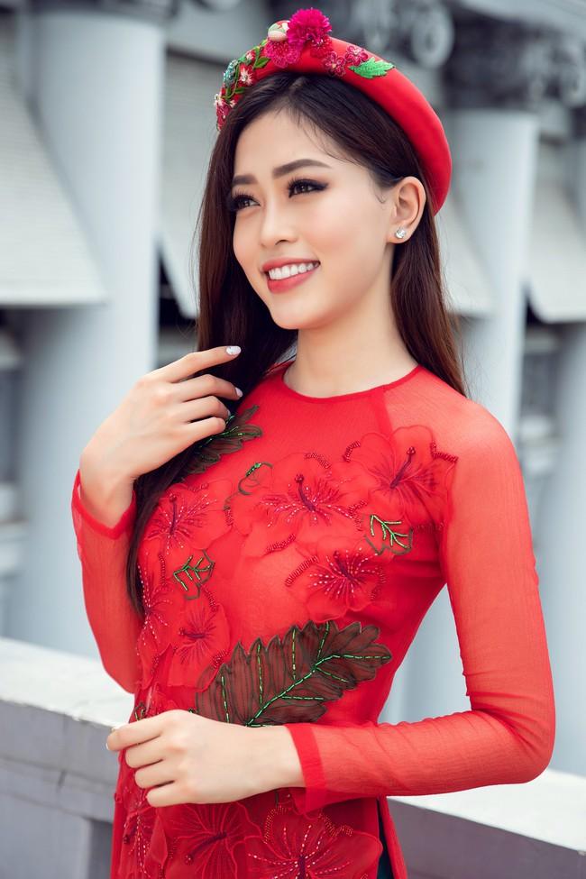 Hoa hậu Tiểu Vy, Á hậu Phương Nga, Thúy An khoe nhan sắc rực rỡ trong tà áo dài Tết - Ảnh 10.