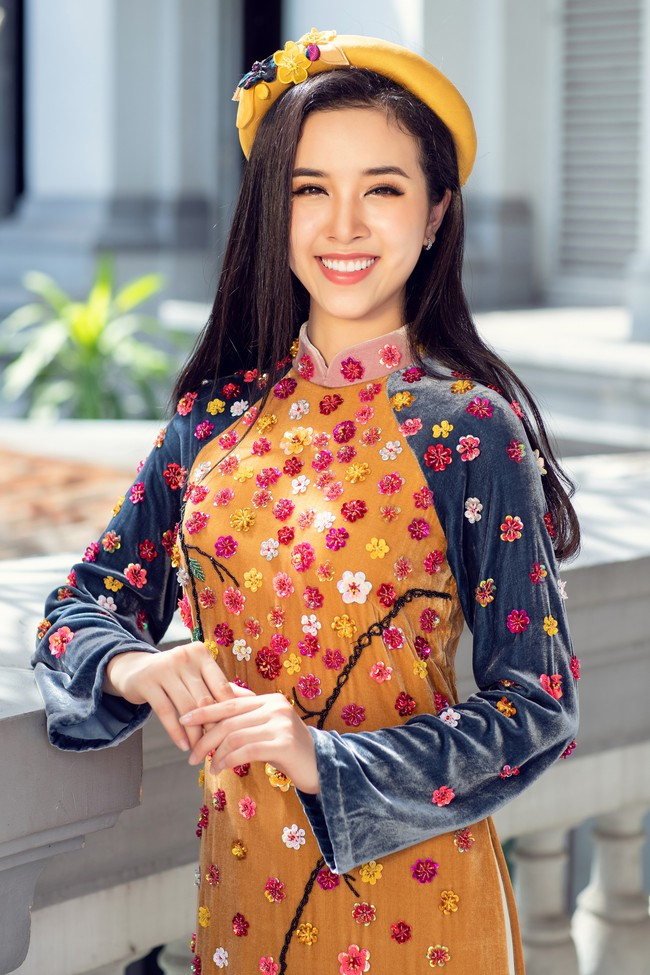 Hoa hậu Tiểu Vy, Á hậu Phương Nga, Thúy An khoe nhan sắc rực rỡ trong tà áo dài Tết - Ảnh 13.