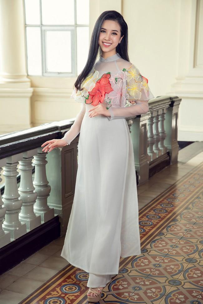 Hoa hậu Tiểu Vy, Á hậu Phương Nga, Thúy An khoe nhan sắc rực rỡ trong tà áo dài Tết - Ảnh 14.