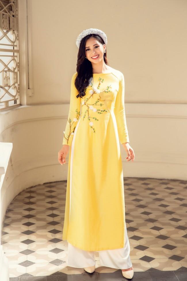 Hoa hậu Tiểu Vy, Á hậu Phương Nga, Thúy An khoe nhan sắc rực rỡ trong tà áo dài Tết - Ảnh 8.