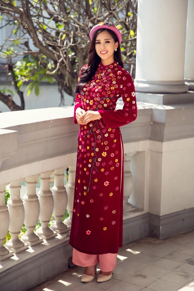 Hoa hậu Tiểu Vy, Á hậu Phương Nga, Thúy An khoe nhan sắc rực rỡ trong tà áo dài Tết - Ảnh 7.