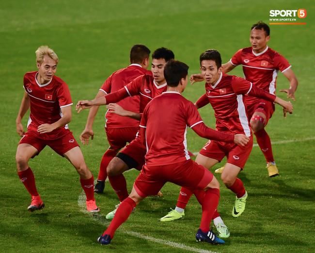 Nhận thất bại vô cùng đáng tiếc trước Iraq, chuỗi bất bại của đội tuyển Việt Nam dừng lại ở con số 18 - Ảnh 1.